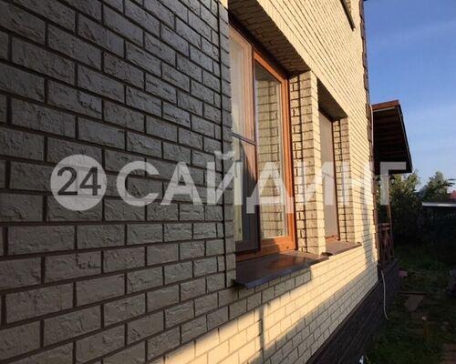 фото дома отделанного фасадными панелями альта профиль кирпич белый 01 галерея 1