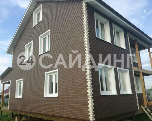 фото дома отделанного фасадными панелями альта профиль кирпич клинкерный цвет коричневый галерея 1
