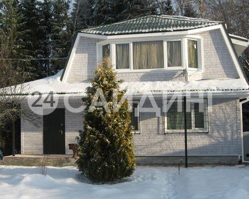 фото дома отделанного фасадными панелями деке стеин цвет молочный галерея 1