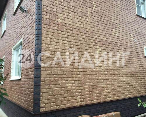 фото дома отделанного фасадными панелями гранд лайн я фасад екатерининский камень цвет янтарь